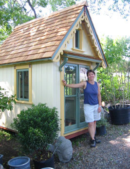 Красива градинска къщичка