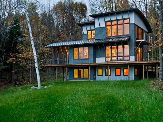 Съвременна дървена къща