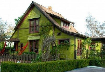 Уютна къща в градинка