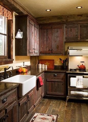 Интериор на къща тип плевня - кухнята