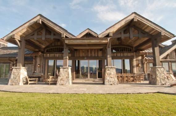 Екстериор на планински тип къща