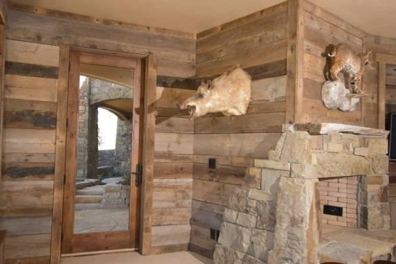 Интериорен дизайн от състарена дървесина
