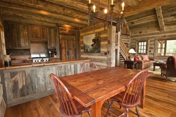 Кухня от състарена дървесина