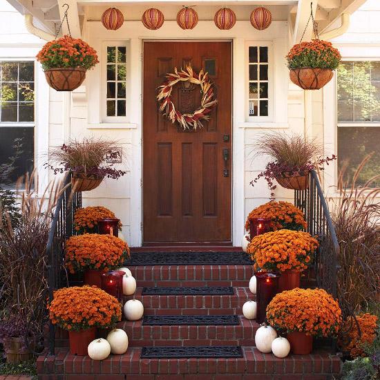 Украшаем загородный дом осенью