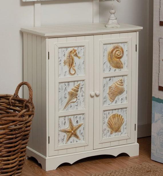 Шкаф с морски декор
