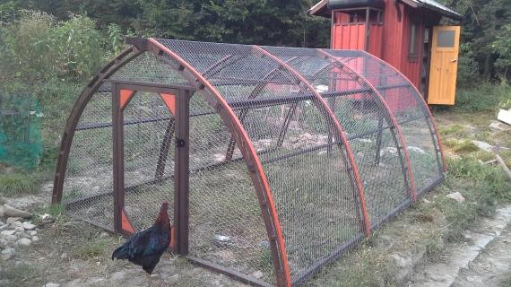 Мобилен двор за кокошки
