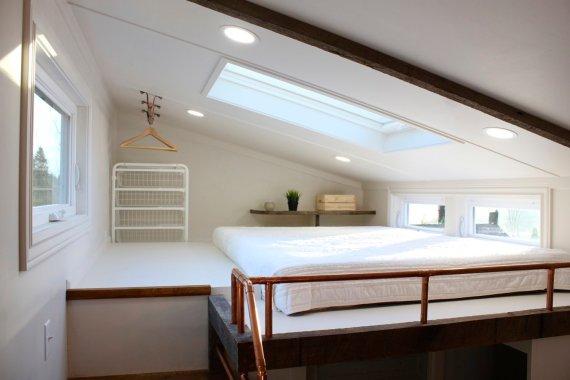 лофт спалня